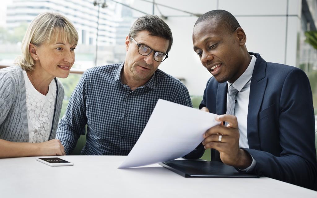 couple setting up retirement plan