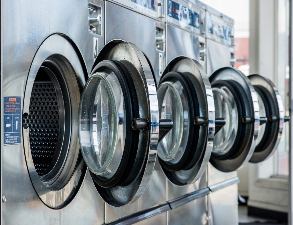 rows of washing machines