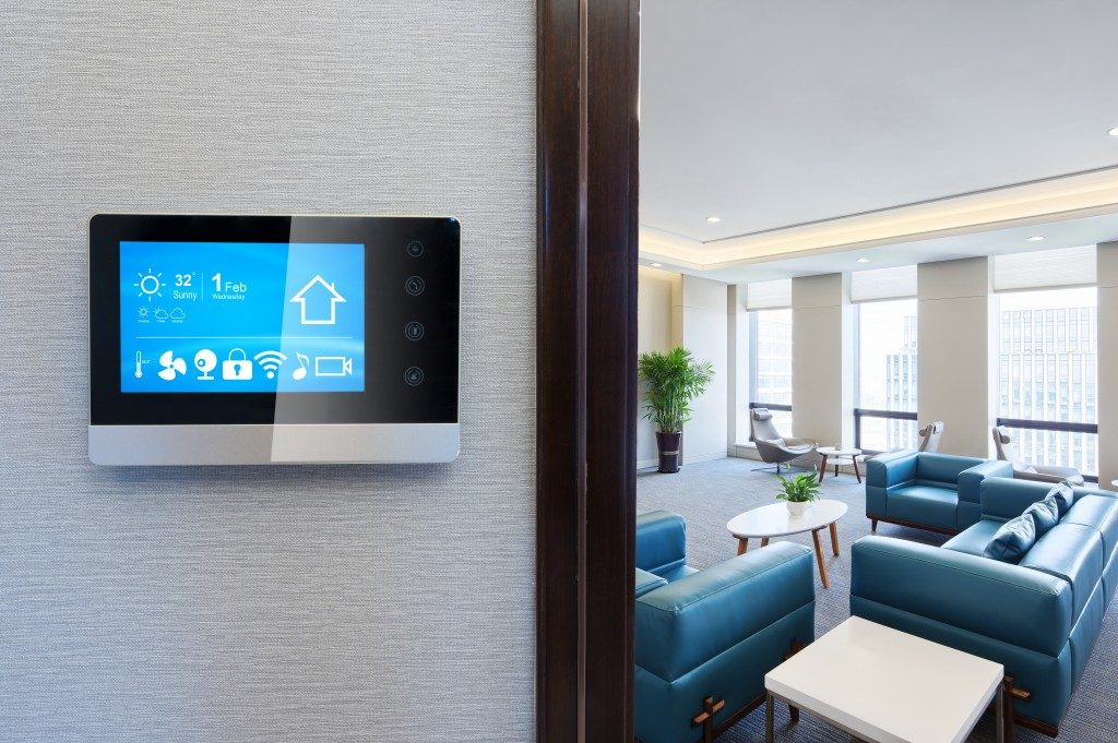 tablet controlling the room's temperature