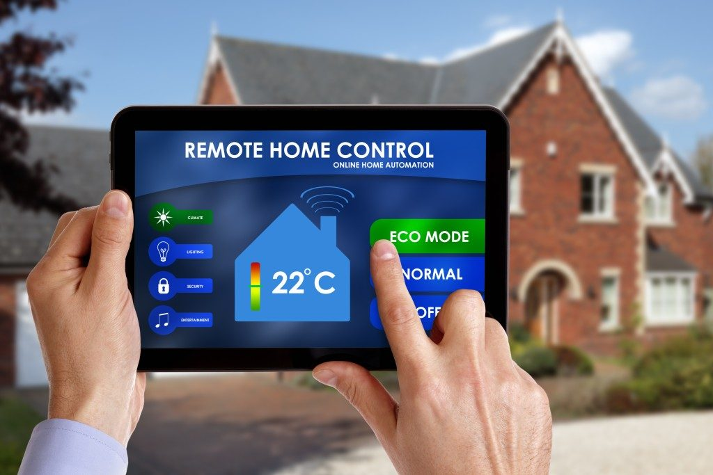 tablet controlling the house's temperature