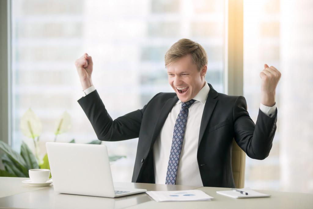 employee cheering