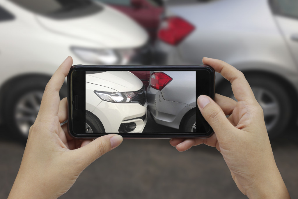 taking picture of accident